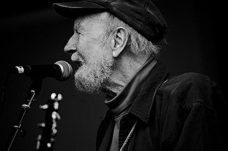 Pete Seeger and the Kids from Room 12