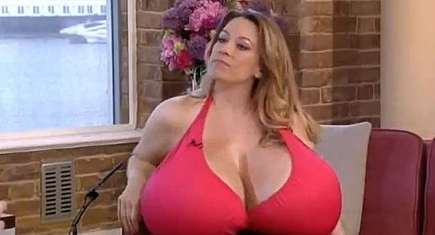 Chelsea charms at her biggest