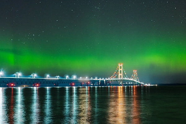 Northern Lights Captured Over Mackinac Bridge [VIDEO]