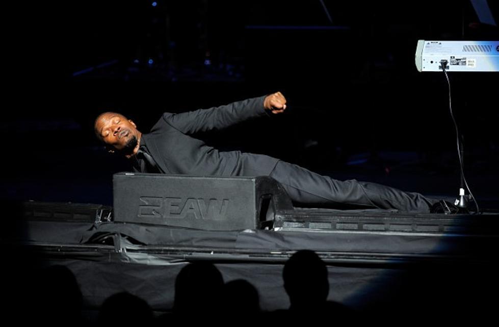 Jamie Foxx Dances Like Michael Jackson In His Underwear Video