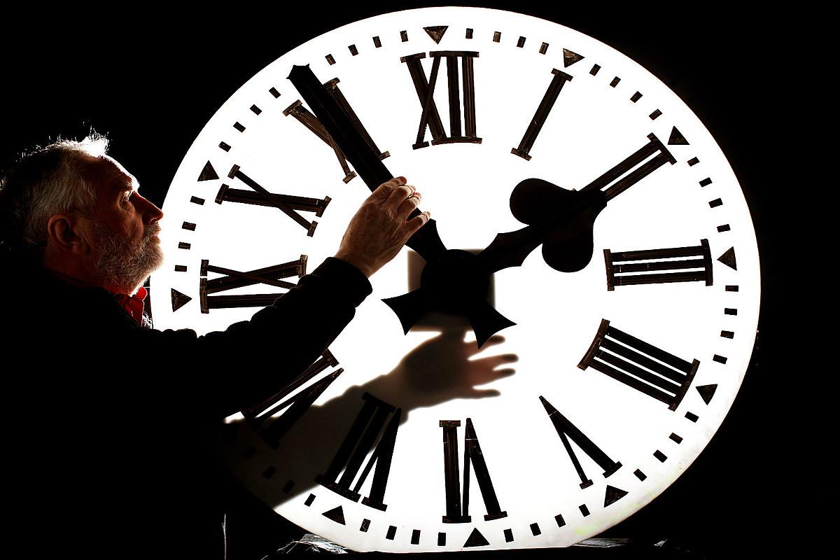 времени среди часы на час назад фото дорогие