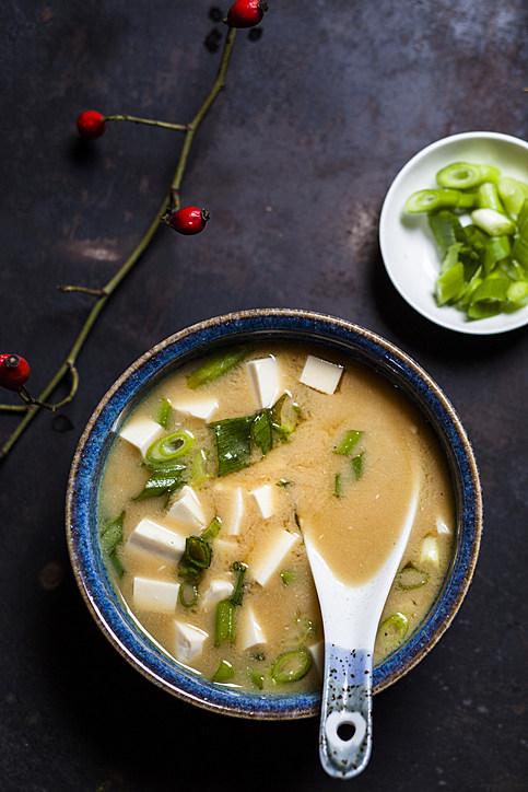 Miso soup, silken tofu, wakame seaweed, spring onion