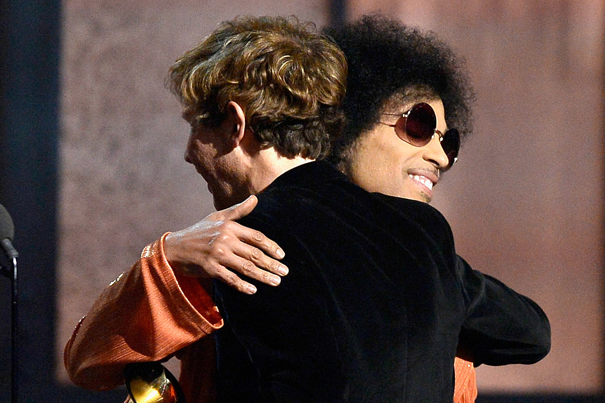 5 Years Ago: Beck Hugs Prince at the Grammys, Then Regrets It