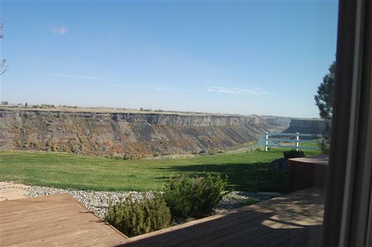 There's A Snake River Canyon Home For Sale On Twin Falls ...