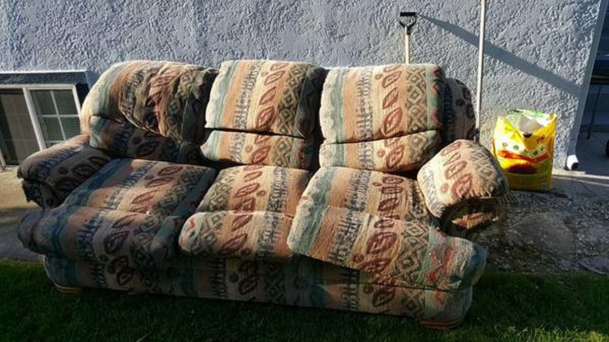 These Free Couches On Idaho Craigslist May Be Trying To ...